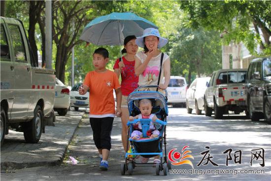 近日,庆阳大部持续高温,部分地方突破40℃。