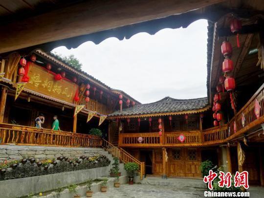 图为康县特色旅游村农家乐。 杨艳敏 摄