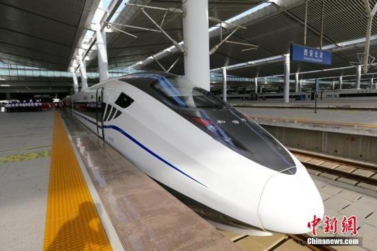 资料图:宝兰高铁动车组列车。 张远 摄