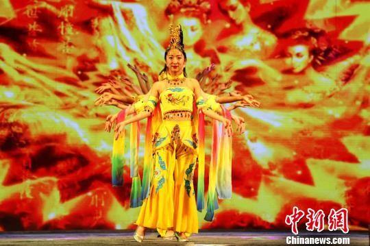 图为开幕式上的文艺演出。 刘枫 摄