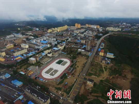 图为甘肃省庆阳市合水县棚户区改造项目所在地的航拍图。 杨艳敏 摄