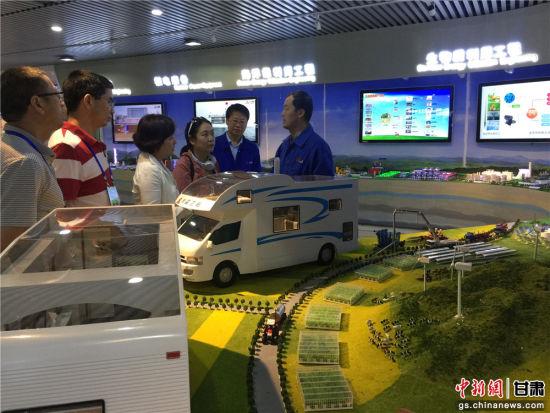 华文媒体高层代表参观兰石集团。史静静 摄