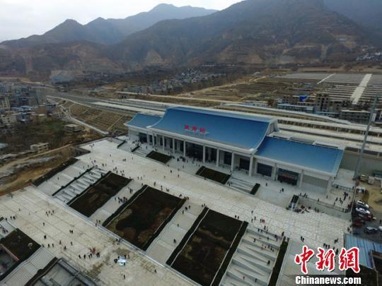 资料图。图为兰渝铁路陇南火车站。 杨艳敏 摄