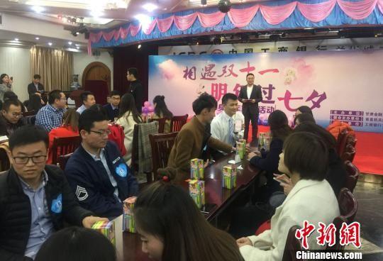 11月11日,甘肃金融系统单身青年联谊活动于兰州举办,来自35家金融机构的200余名单身男女参加。 刘玉桃 摄