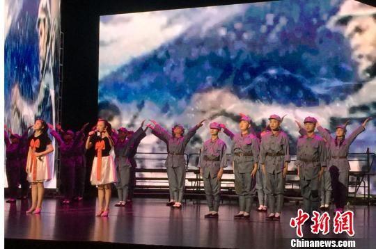 """12月6日,""""人教杯""""唱响主旋律重温中华经典暨读者?中国阅读行动经典诵读大赛决赛在兰州举行。图为比赛现场。 刘玉桃 摄"""