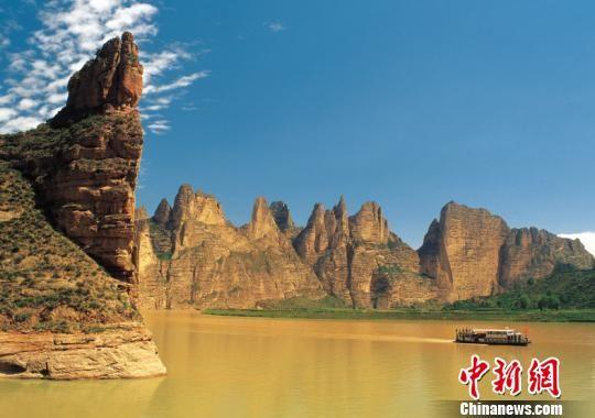 资料图:图为甘肃永靖黄河三峡。甘肃省旅发委供图