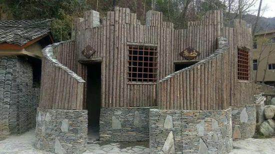 图为陇南康县朱家沟景区厕所。