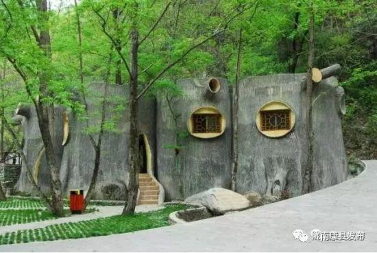 图为陇南康县阳坝景区厕所。