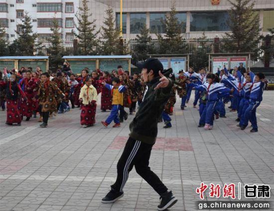 街舞进藏区:现代流行文化与民族特色元素相融合
