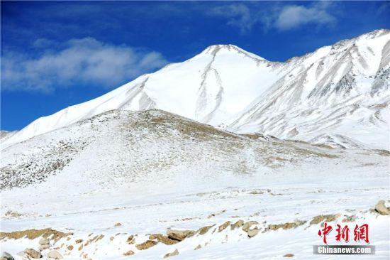 银装素裹雪景美如画。 高宏善 摄