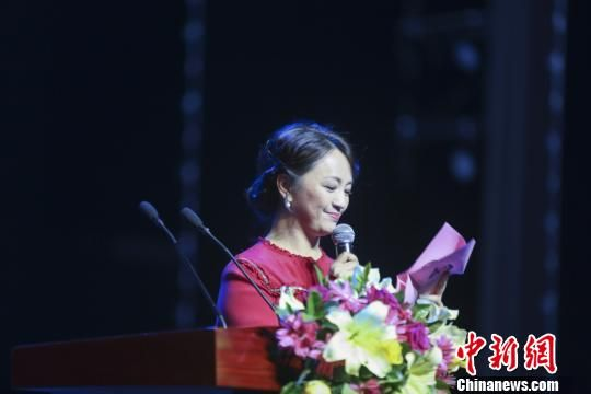 作为甘肃省首部亮相人民大会堂的本土电影《雪葬》,周末在兰州音乐厅举行首映礼。 钟欣 摄