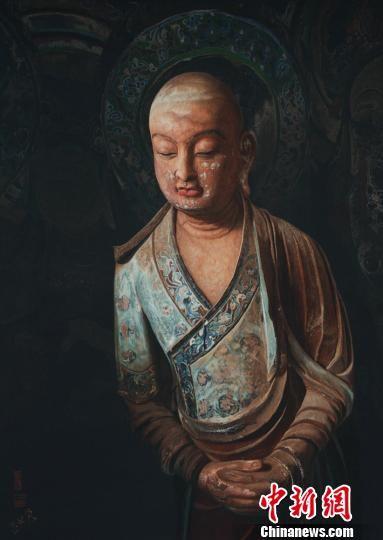 """图为用中国非遗苏绣""""绣""""出的敦煌石窟造像。 钟欣 摄"""