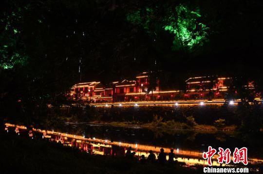 资料图。图为康县夜景。 杨艳敏 摄