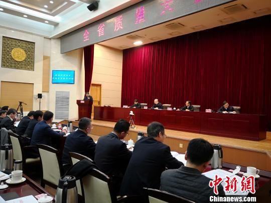 2月9日,兰州市市长张伟文就兰州创建全国质量强市示范城市发言。 刘薛梅 摄