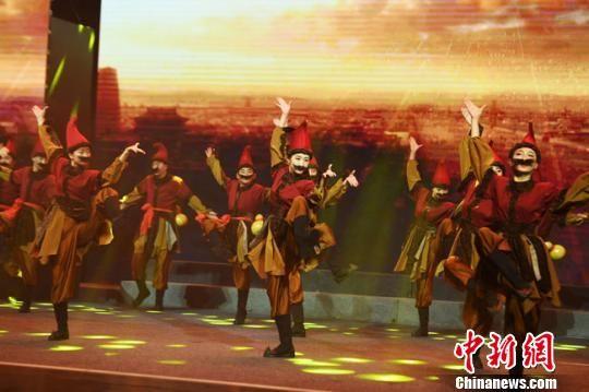 图为活动现场进行的胡腾舞表演。 杨艳敏 摄