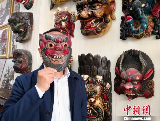 图为展示傩面具。 刘薛梅 摄
