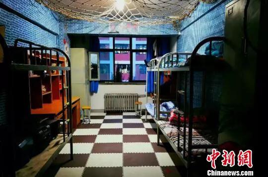 图为兰州理工大学学生装扮的唯美宿舍。 钟欣 摄