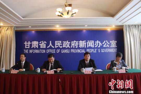 4月27日,甘肃省政府新闻办公室召开新闻发布会,介绍该省第一季度经济社会运行情况。 崔琳 摄