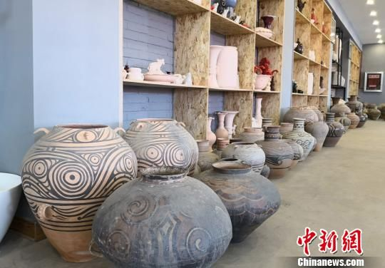 陶艺巨匠相聚ca88亚洲城文娱手机平川 出谋献策解陶艺开展瓶颈