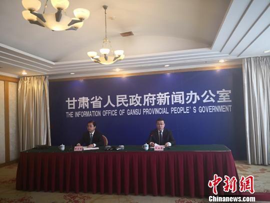 5月17日,甘肃省政府新闻办公室召开发布会,通报该省社会组织改革发展情况。 崔琳 摄