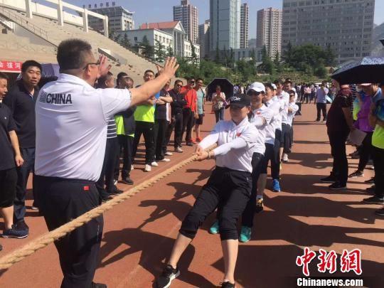 图为2018年甘肃省职工运动会上举行拔河比赛。(资料图) 刘文艺 摄