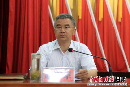 天水市常务副市长赵四辈主持会议。
