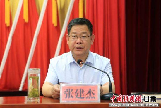 天水市委常委、宣传部部长张建杰通报节会筹备工作进展情况。