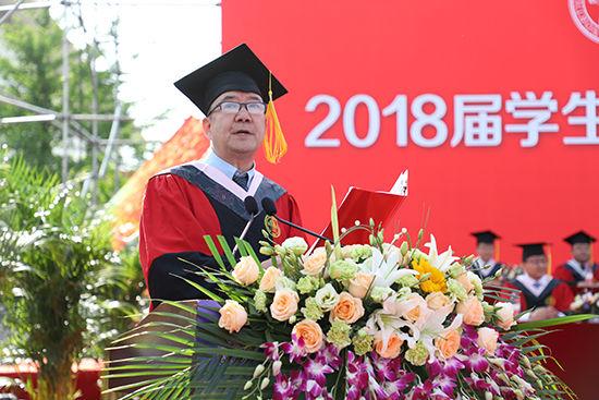 万明钢宣读《西北师范大学2018届毕业生学位授予决定》