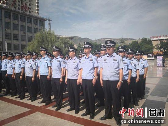 图为甘肃警方严厉打击整治赌博违法犯罪专项行动启动仪式现场。