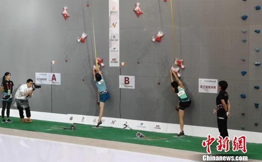 参赛的运动员将在为期3天的比赛里角逐男、女子全能赛和速度赛的桂冠。 刘薛梅 摄