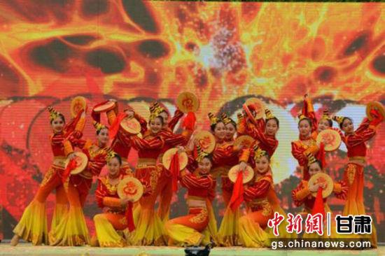 图为第六届兰州百合文化旅游节开幕式表演。(资料图)李浩 摄