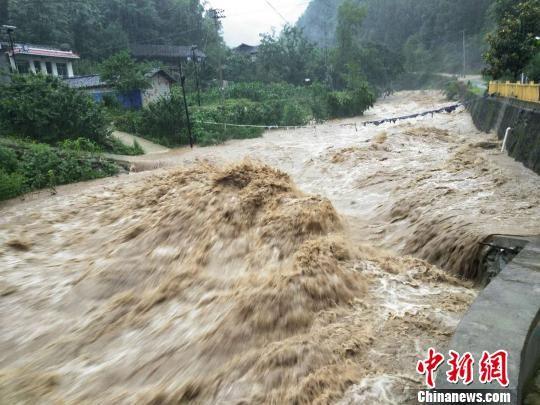 7月9日夜间开始,送体验机无需申请陇南市文县中庙镇持续大雨,木家坝村的河道水位明显升高,河水湍急。 任波 摄
