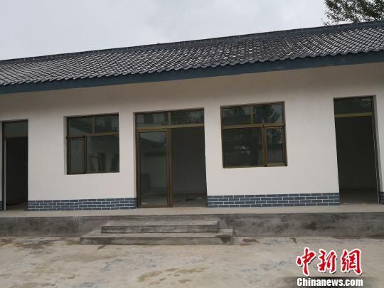 图为新建的住房,除了便利的水电之外,此次还安装了智能化的电热地暖设备。 杨娜 摄