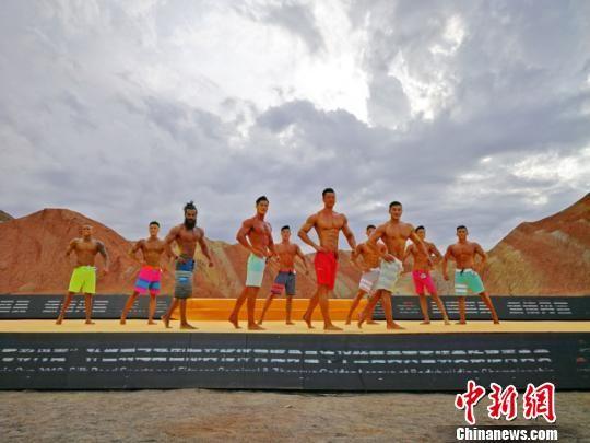 图为7月21日下午,男子组健美比赛现场。 高展 摄