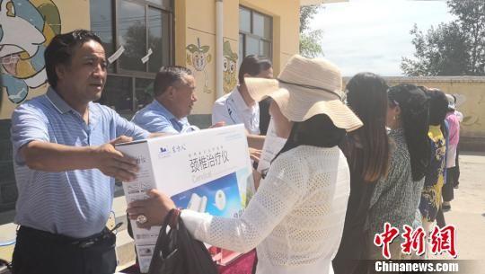 7月22日,2018年中央财政支持农村少数民族留守妇女救助及能力提升发展示范项目在甘肃临夏回族自治州积石山县小关乡政府启动。崔琳 摄