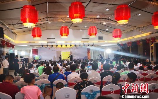 2018年8月6日,中国围棋国手刘小光进行大盘解说。 钟欣 摄