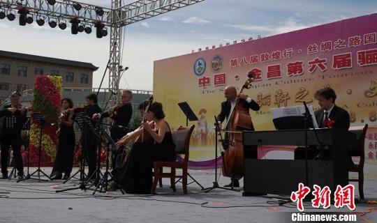 图为意大利博拉市交响乐团演奏《茉莉花》。 魏建军 摄