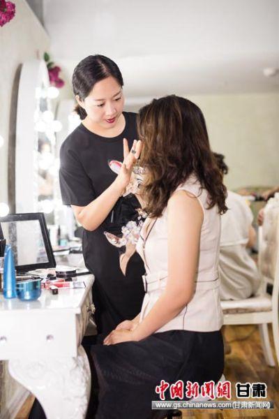 王丽:安利(中国)营销主任/化妆造型师。