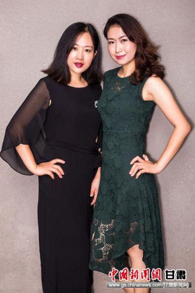 (左)王丽、郑海燕(右)