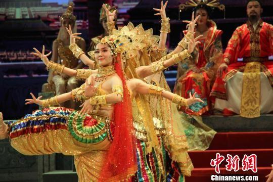 《丝路花雨》首创于1979年,它以中国唐朝极盛时期为故事背景,取材于丝绸之路和敦煌壁画。 崔明才 摄