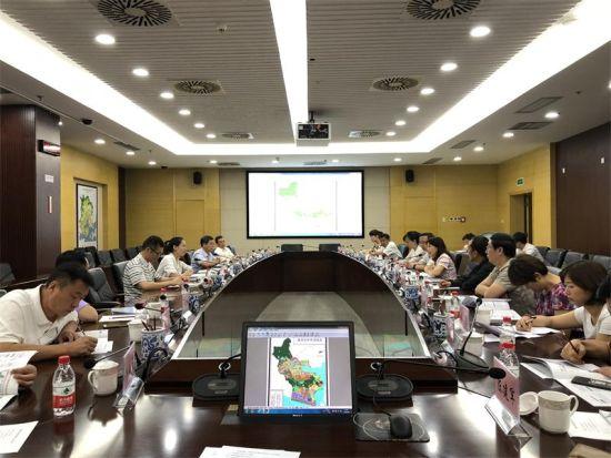 王颖玲一行与厦门海沧台商投资区座谈。
