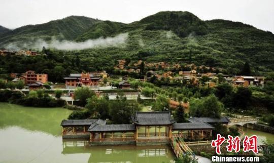 图为陇南市宕昌县境内的官鹅沟景色。(资料图) 钟欣 摄