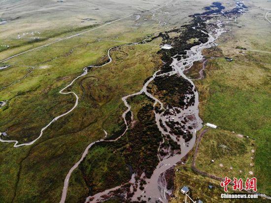 这里开阔平坦,大夏河水从南到北缓缓流过。 杨艳敏 摄