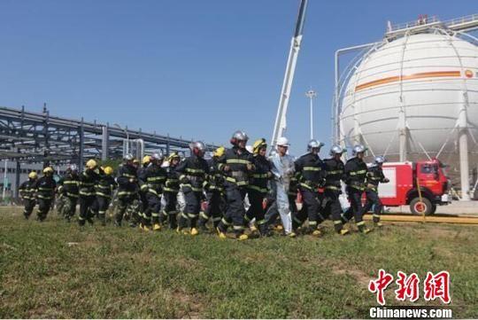 2017年6月,甘肃庆阳市举行危险化学品泄漏着火事故地企联动应急演练。(资料图) 钟欣 摄