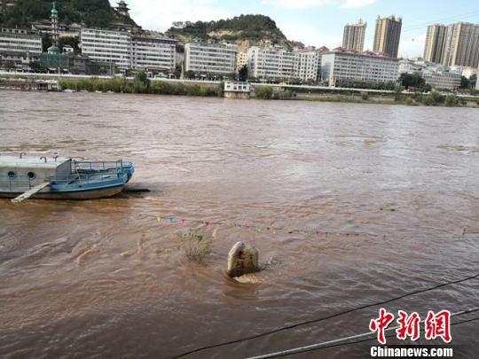 图为2018年9月20日,黄河2018注册送白菜网站段一处码头浸泡于上涨的河水中。 冯志军 摄