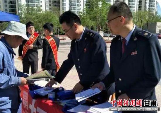 嘉峪关市税务局宣传打击涉税违法犯罪活动。