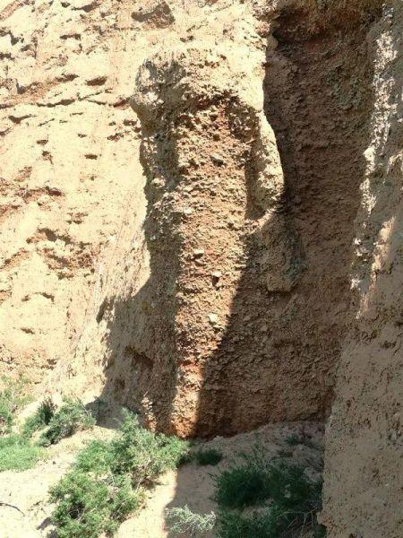 石窟寺佛造像现状:侵蚀风化得比较严重