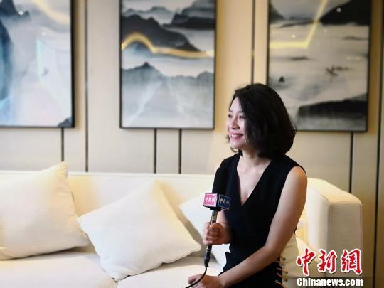 图为内地演员刘琳接受中新网记者采访。刘琳电影代表作有《夜半歌声》《过年回家》等,电视剧《父母爱情》等。 魏建军 摄