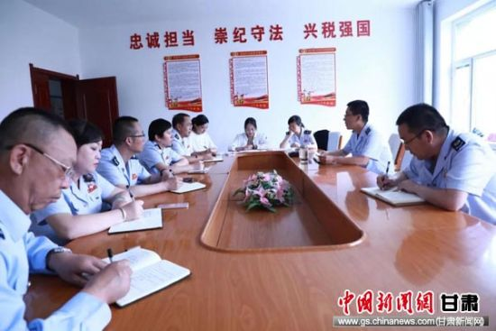 同县局部分中层干部召开集中谈心谈话活动。