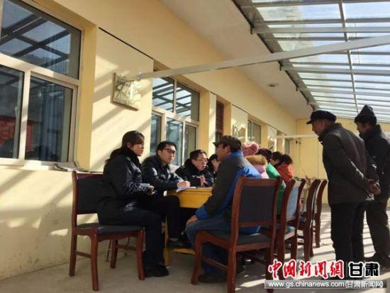 """夏河县税务局对定点扶贫对象实施""""一户一策""""。"""